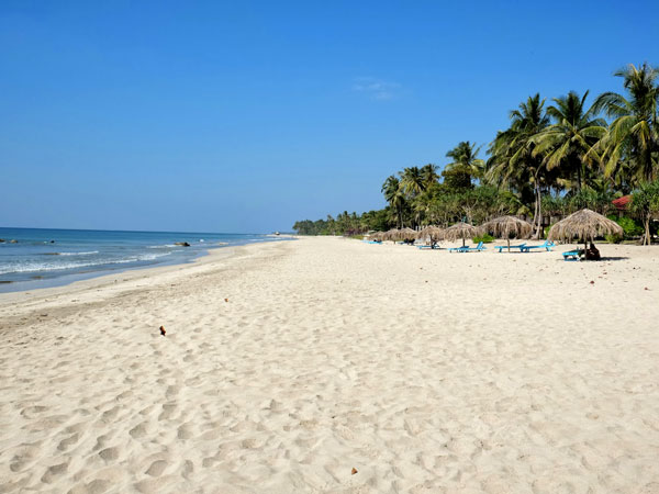 Ngwes Saung Beach