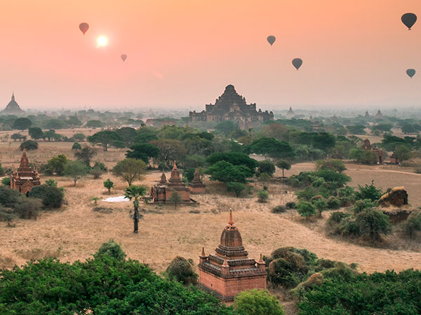 Watch the stupas of Bagan by hot air balloon