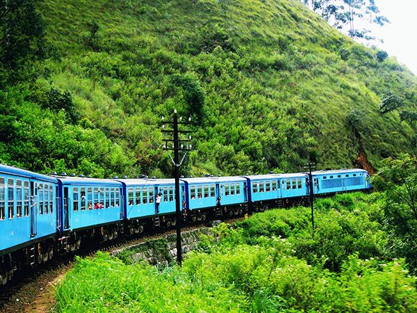 Mountain train in Nuwara Eliya